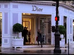 Carrie enters Dior